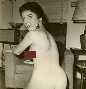 Barack Obamas's mom, Ann Dunham, naked in vintage photo