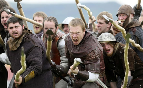 Scottish men pumped up on the battlefield