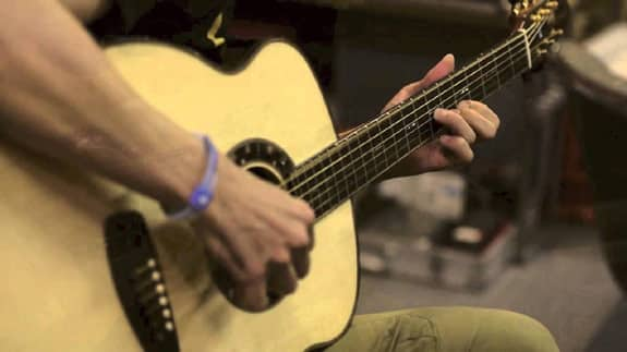 guitar-shop-man-plays