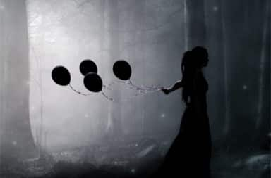 woman-balloons-black-white