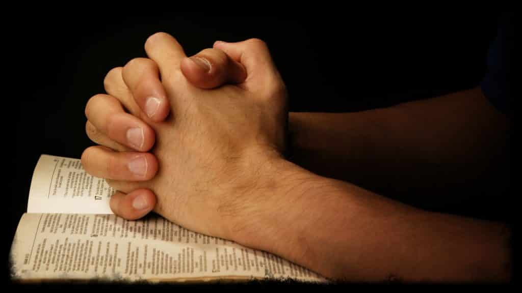 praying-hands-on-bible