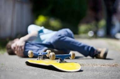 Falling down on a skateboard