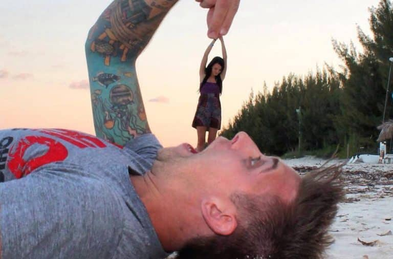 Illusion of a man eating his girlfriend on the beach