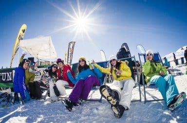 Women drinking beer during their ski program