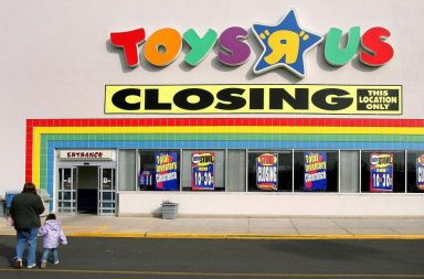 Toys 'R' Us Closing