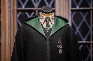 Robe uniform at Hogwarts for Harry Potter