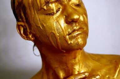 Social media Oscar statue