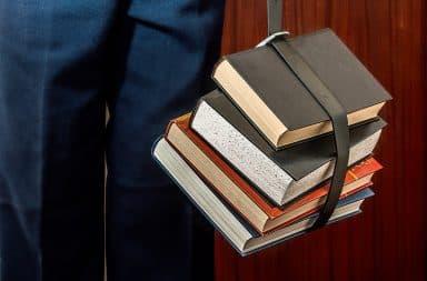 student likes books
