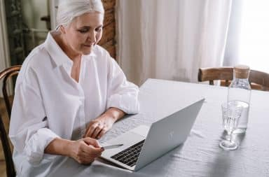 old lady on the computer boomer
